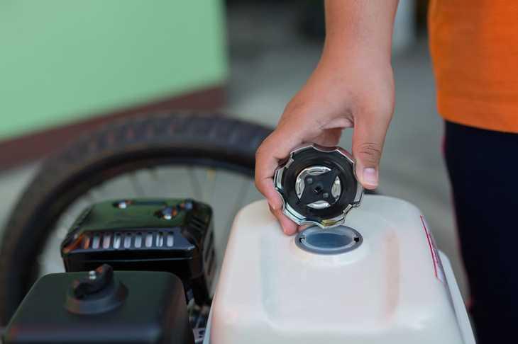 remove fuel when winterizing lawn mower